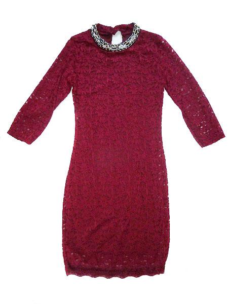00* Dámské celokrajkové šaty se zlatou ozdobou u krku