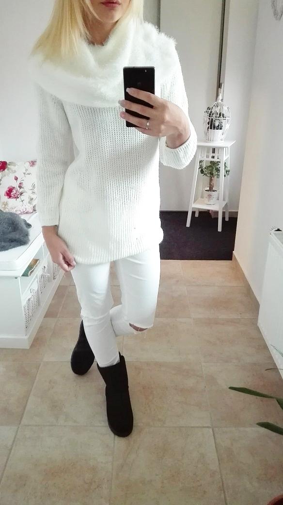00* Dámský svetr s kožešinou bílý