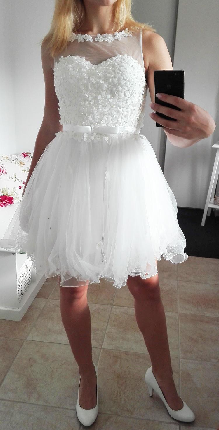 Plesové šaty- koktejlky bílé s květinkovým živůtkem