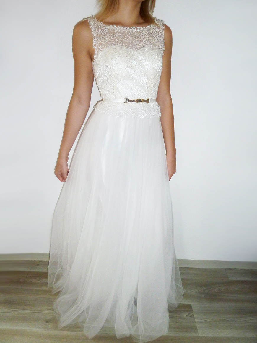 Plesové šaty dlouhé bílé s krajkovým živůtkem d3fd0ff5db