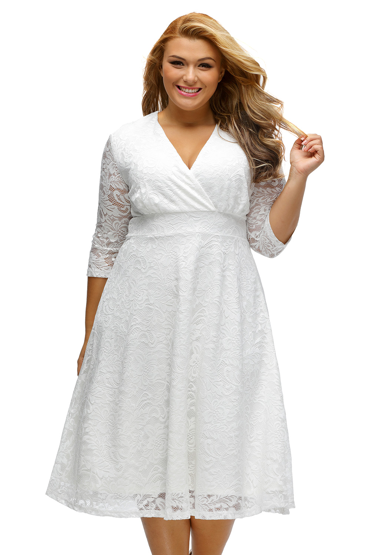 376d73318c4 Dámské společenské šaty pro plnoštíhlé krajkové bílé