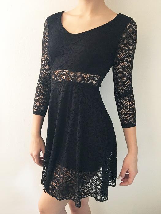 e322c843052 00  Společenské šaty krajkové černé krátké