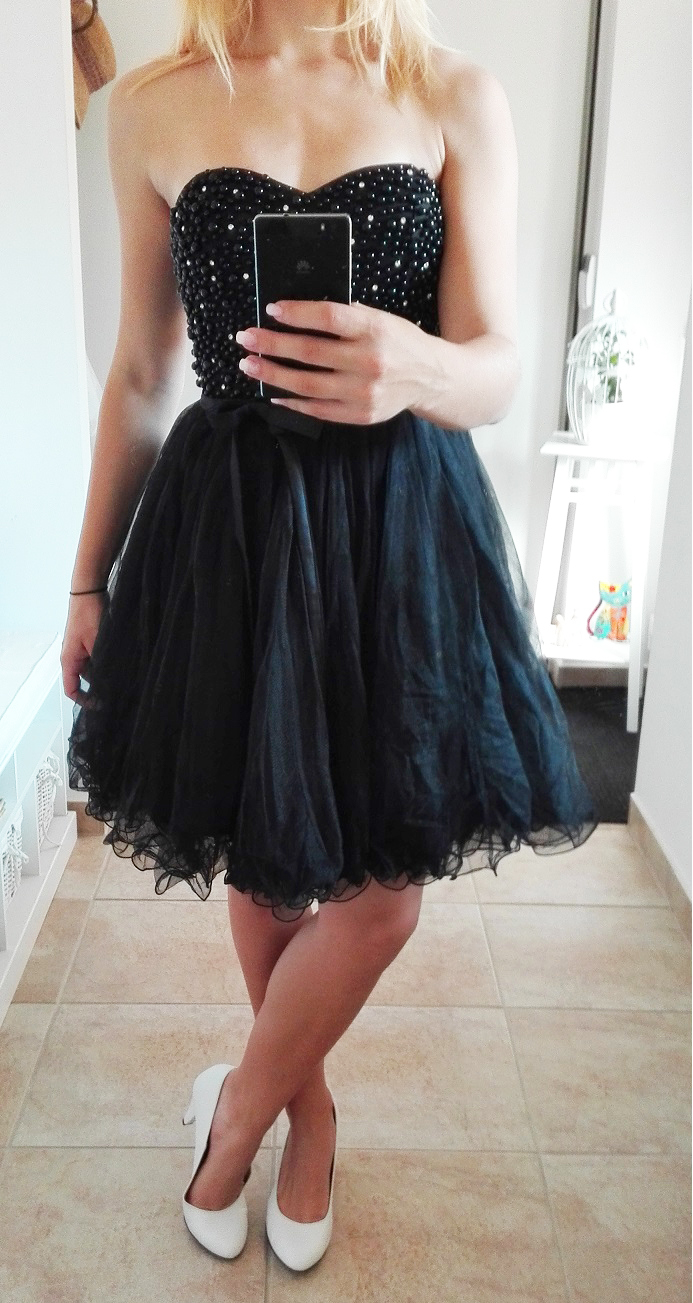 bd86e7402aa Plesové šaty- koktejlky korzetové s perlami - černé