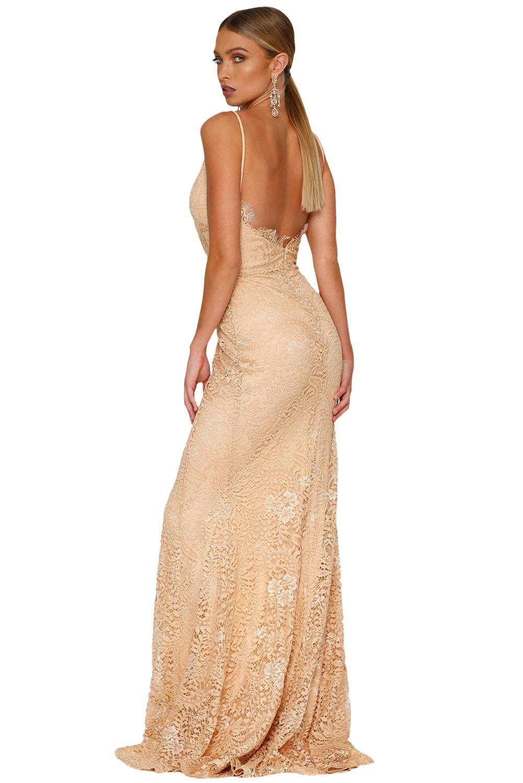 8661d0518f7a Společenské šaty na ramínka dlouhé béžové krajkové