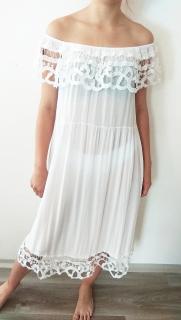 3a88a8742553 Letní šaty bílé s háčkovanou krajkou i pro plnoštíhlé